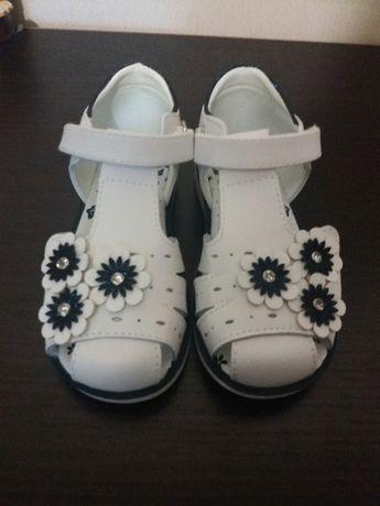 ПРОДАМ детские сандалии на девочку