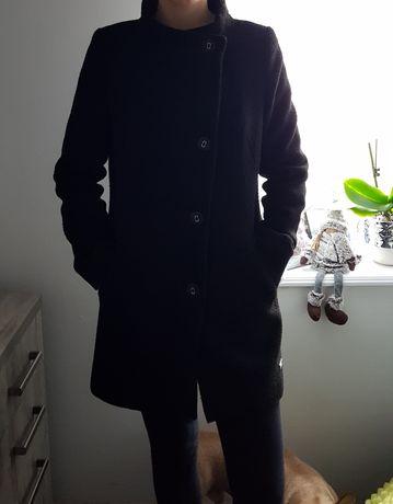 Elegancki czarny płaszczyk