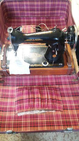 Продам швейную машинку Подольск-2М.