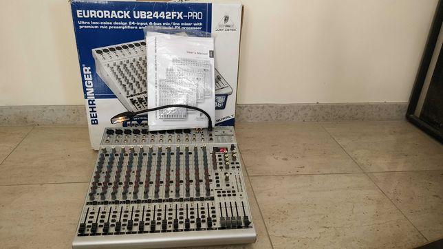 Mesa de mistura Behringer UB2442FX-PRO