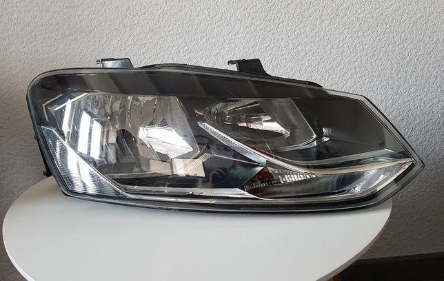 VW Polo Lampa prawa / reflektor 6CI 941 006 B