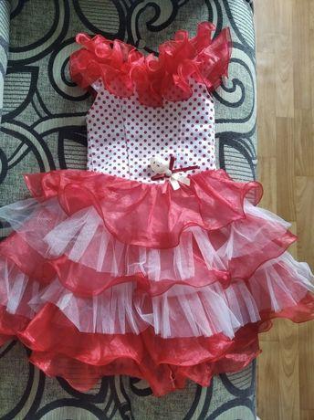 Продам нарядне плаття на дівчинку,довжина від плеча+-64см.150грн.