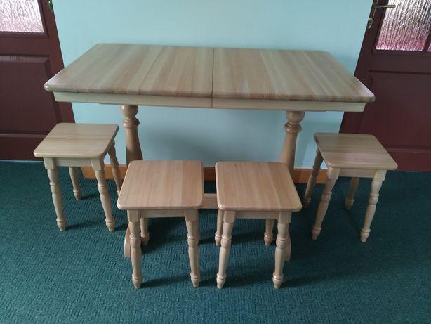 Кухонний стіл з табуретками