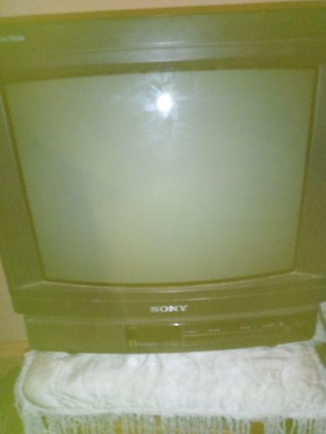 Телевизор Сони японский на ремонт(некоторые кнопки светяться)