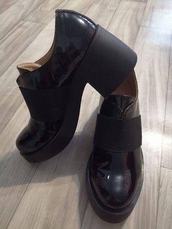 Продам Лаковые туфли