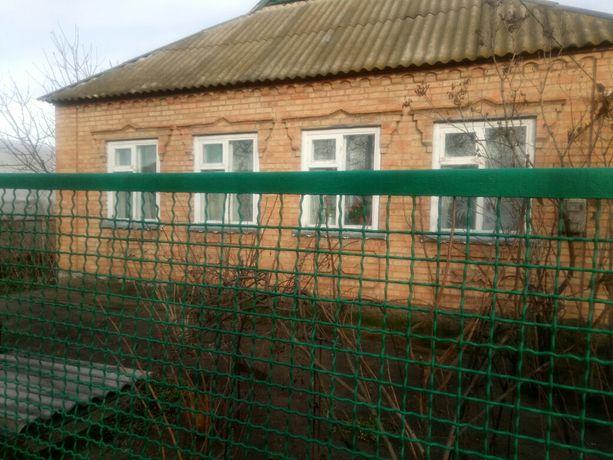 Продам дом в г. Каменке-Днепровской по ул.Вишневой131.