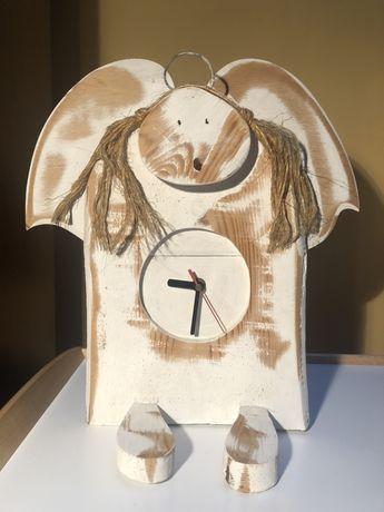 Drewniany zegar Anioł