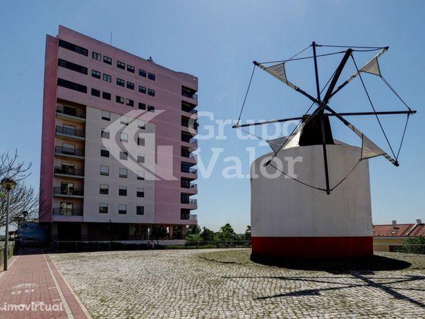 Apartamento T4 com Box para 2 viaturas, na Quinta Grande,...
