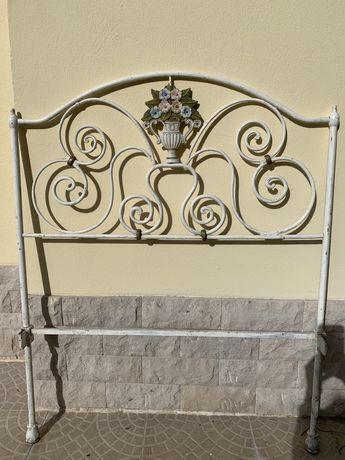 Cabeceira de cama em ferro antigo