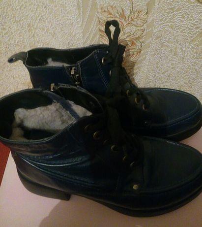 Продаю зимние ботинки б/у.