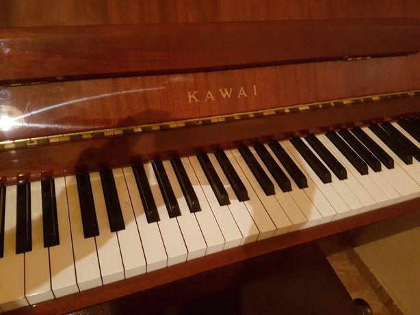 Piano kawai de parede