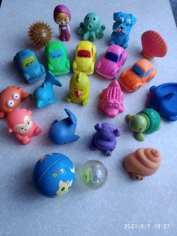 Іграшки для купання багато і недорого :)