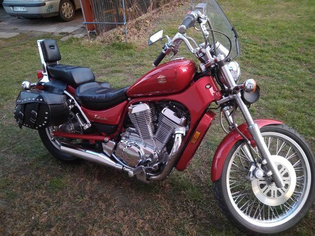 Sprzedam  piękny motocykl   Suzuki Intruder 750