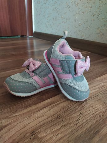 Кроссовки для девочки 400р