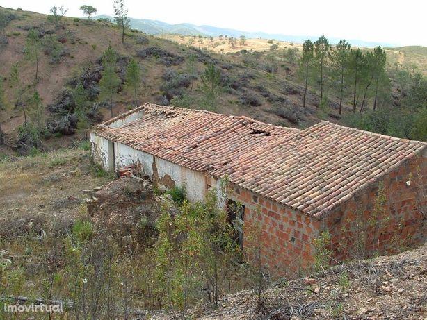 Terreno com ruína localizado em Santa Clara-a-Velha, Odemira