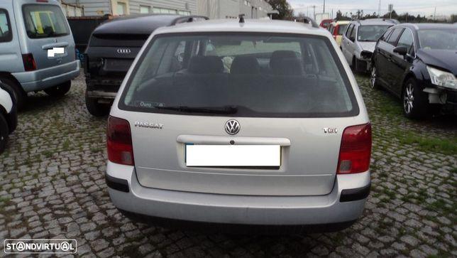 Volkswagen Passat 1.9 TDi 115cv Variant 2000 - Para Peças