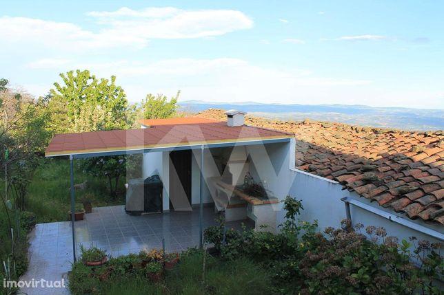 Moradia T3 com pátio e garagem independente, Aldeia de Soeima, Alfânde