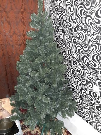 Искусственная елка с белыми кончиками 2 метра+подставка