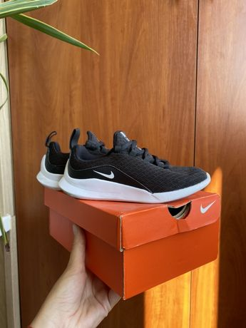 Кроссовки Nike, стелька 18.5, розмір 28.5