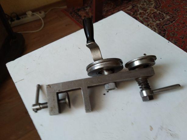 Машинка для выравнивания баночных крышек