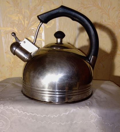 Чайник из нержавеющей стали .