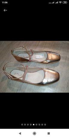Туфли золотистые с камнями  новые Next, балетки