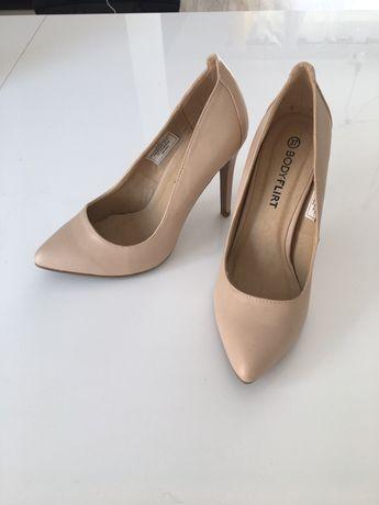Beżowe buty na obcasie, rozmiar 37
