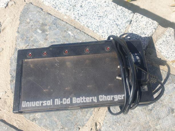 Універсальний зарядний пристрій