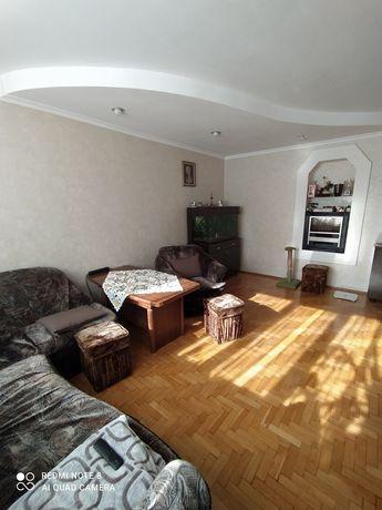 Продам 4-х кімнатну квартиру по вулиці Щусєва. Власник