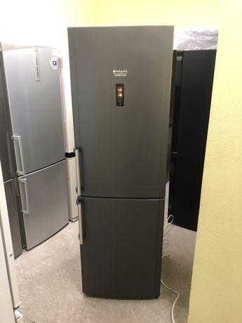 Холодильник графітового кольору