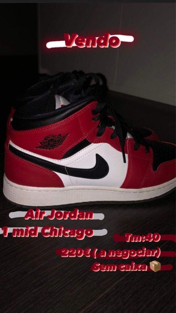 Sapatilhas Air Jordan 1Mid Chicago
