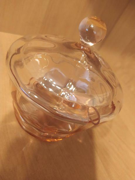 Cukiernica Deckeldosen szklana szlifowana rozalinowa