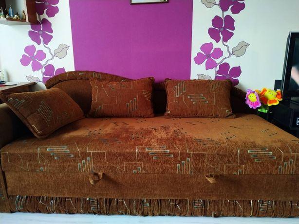 Продаю диван c подушками