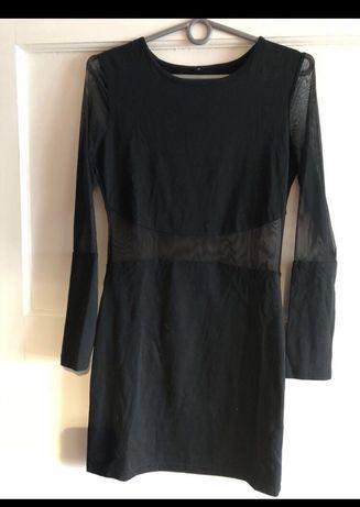Mała czarna, sukienka z wstawką z siatki