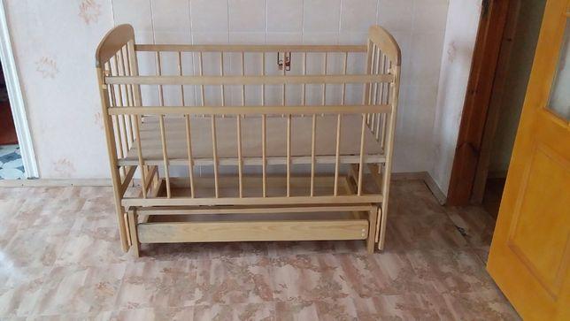 Кровать детская с маятниковым механизмом