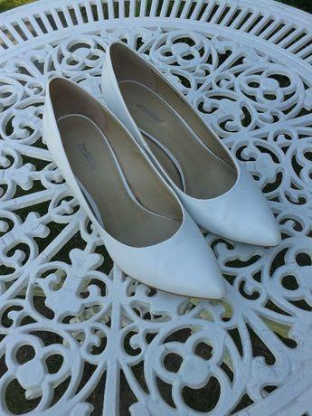Sprzedam białe buty - idealne do sukni ślubnej