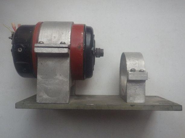 Коллекторный эл.двиг. пост. тока СЛ-369, 55 Вт, на дюралевом основании