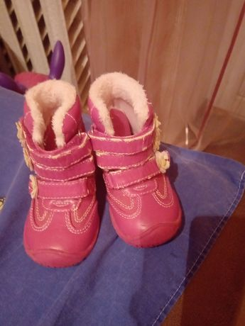 Продаю дитяче взуття