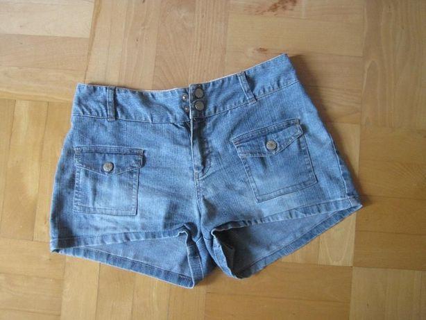 Sprzedam spodenki jeansowe z kieszeniami