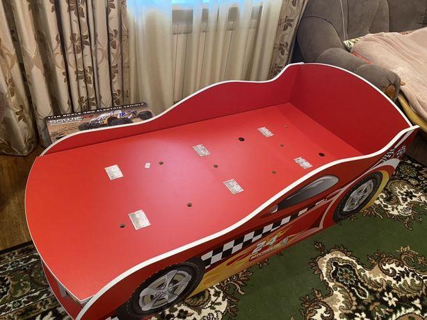 Продам детскую кровать-машинку.