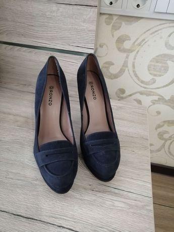Туфли на каблуке женские