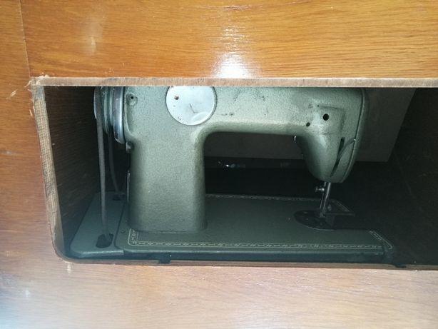 Maszyna do szycia zabytkowa w szafce - komplet