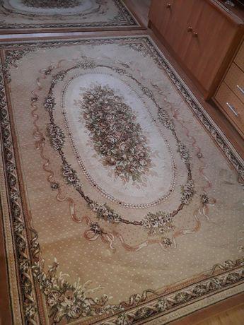 Cynamonowy dywan wełniany