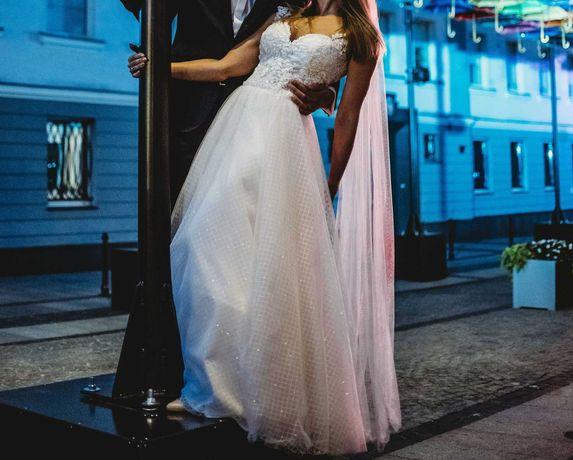 Suknia ślubna jasna brzoskwinia koronkowa