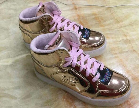 Модные кроссовки на девочку