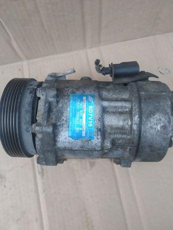 Компресор кондиціонера VW Sharan 7M3 820 803A на запчастини б/у