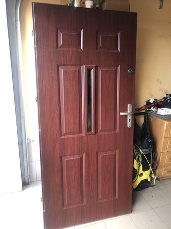 Drzwi wejsciowe używane
