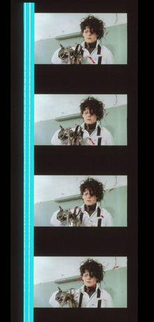 Fotogramas em película do filme Eduardo Mãos de Tesoura do Tim Burton