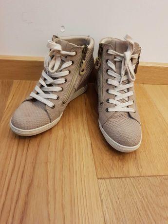 Sneakersy na koturnie Tamaris 38
