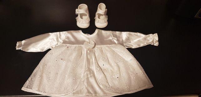 Piękna sukienka oraz buciki do chrztu